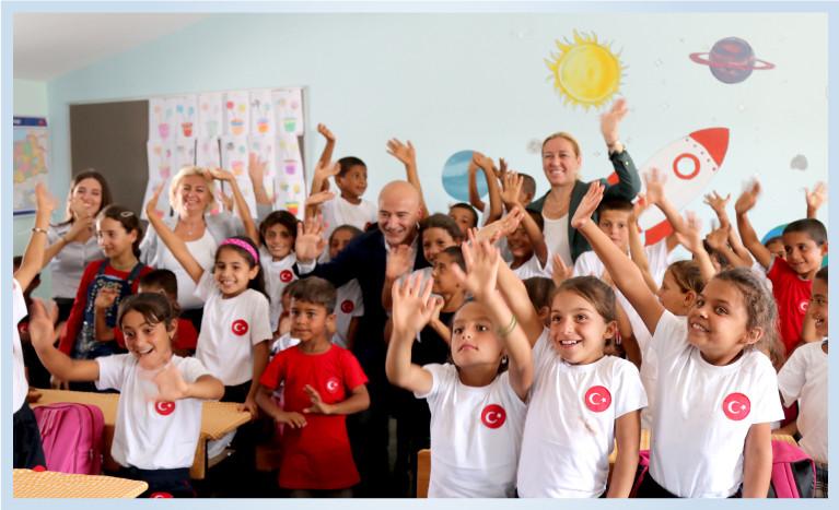 """""""Eğitimin Sigortası: Öğretmenlerimiz"""" Projesi Kapsamında, Gizem Öğretmen ve Minik Öğrencilerini Şanlıurfa'nın Küçükyıldız Köyü'nde Ziyaret Ettik."""